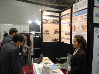 The booth attracted many visitors from both public and private financial institutions.